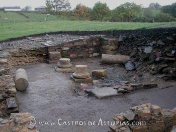 Chao Samartín, Grandas de Salime. Atrio de la domus en proceso de excavación