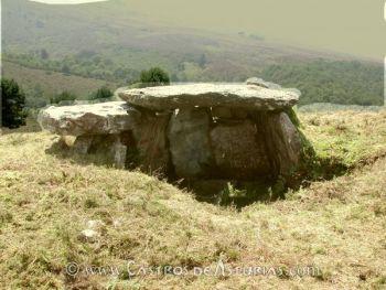 Dolmen Pedra da Filadoira, Illano