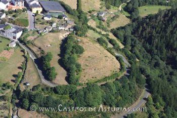 Os Castros de Taramundi. Foto aérea, 2001