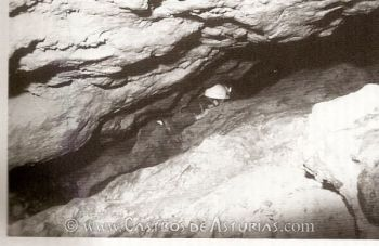 Intervención arqueológica en el Aramo, 1987 (Foto: M.A. de Blas)