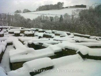 El castro de Chao Samartín bajo la nieve