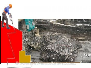 Superposición sobre fotografía de la plaza durante su excavación del área afectada por la demolición y reconstrucción de muro con hormigón armado.
