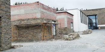 Obras en los almacenes exteriores del Museo Chao Samartín